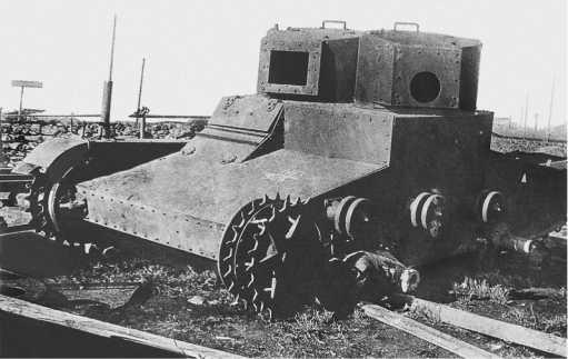 Корпус танка «Виккерс»,с башнями Т-26установочной партии, перед испытанием обстрелом. Август1931 года (фото из коллекцииМ. Свирина).
