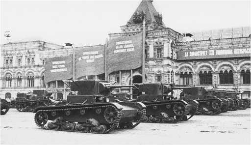 Танки Т-26 выпуска 1935 года на параде. Москва,Красная площадь, 1 мая 1936 года(РГАКФД).