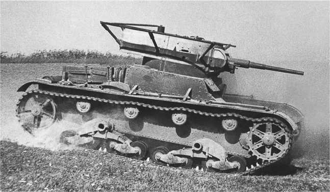 Радийный танк Т-26 выпуска 1935 года на Киевских маневрах. 1935 год(ЦМВС).