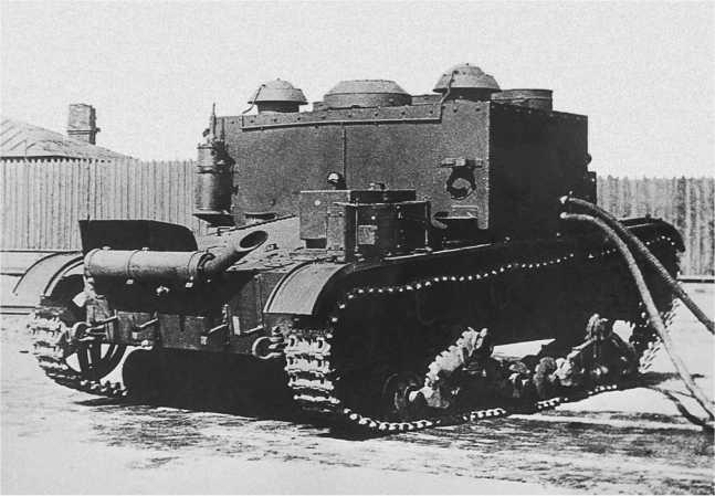 Танк-цистерна ТЦ-26 во дворе завода имениКирова. Ленинград, апрель 1935 года(АСКМ).