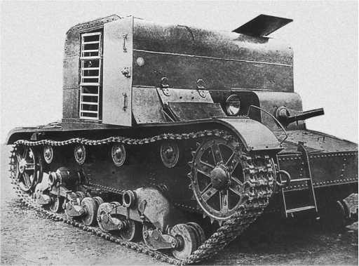 Транспортер TP-26 в варианте подвозчика боеприпасов.Ленинград, 1936год. В открытой двери рубки видны лотки для укладки снарядов (АСКМ).