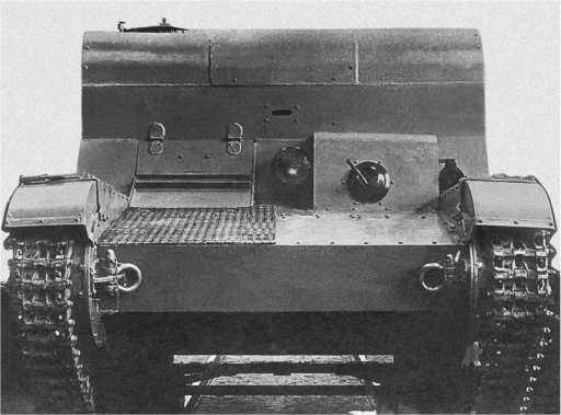 ТР-26 в варианте транспортера пехоты, вид спереди. Ленинград, 1936 год. В переднем листе рубки имеется смотровая щель для наблюдения за полем боя (АСКМ).