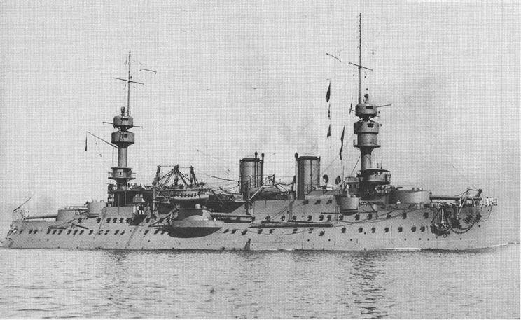В Бизе рте в 1915 г. (фото вверху) и на рейде Тулона в 1908-1909 гг.
