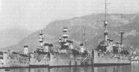 """Слева направо транспорт """"Вин-Лёнг"""", броненосцы """"Жорегибери'', """"Патри""""и крейсер """"Жюль-Мишле"""". Тулон 1919 г."""