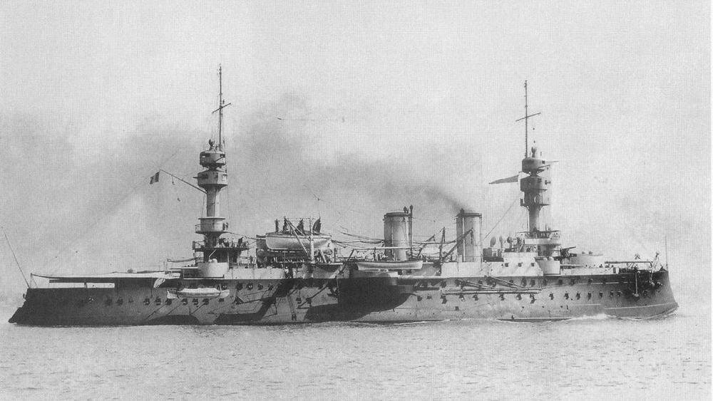 """Жорегибери"" выходит море. Рейд Тулона 1898 г."