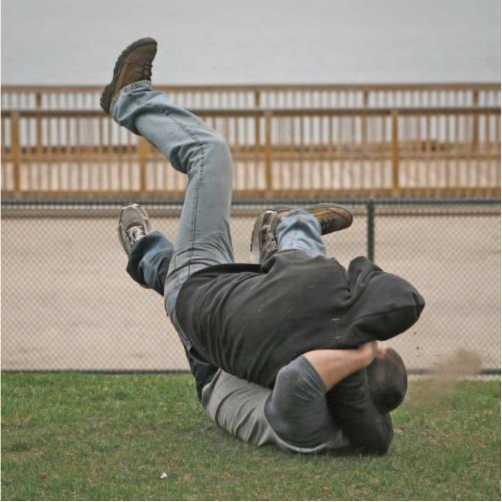 Захват головы сбоку - падение на землю