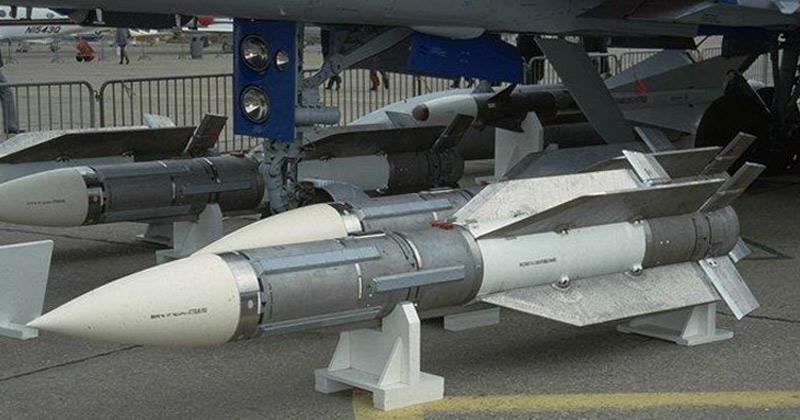 Ракеты Р-33 на одном из авиасалонов, 1990-е годы (http://rbase.new-factoria.ru)
