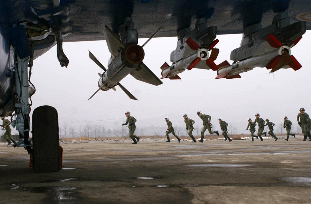Под крылом МиГ-29 ВВС КНДР ракеты Р-27 и две ракеты Р-60М (KCNA, http://www.afp.com)