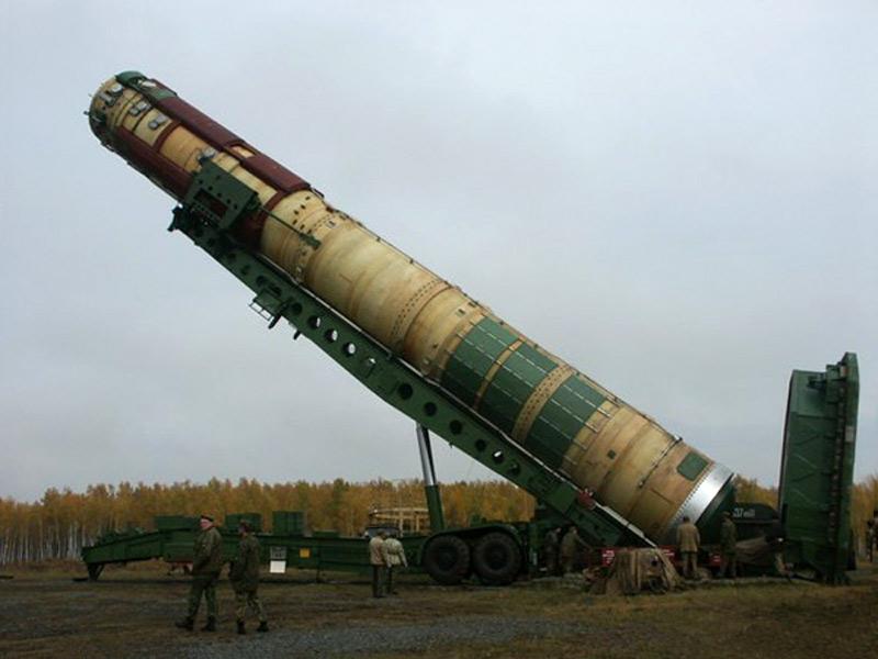 Установка контейнера с ракетой Р-36М2