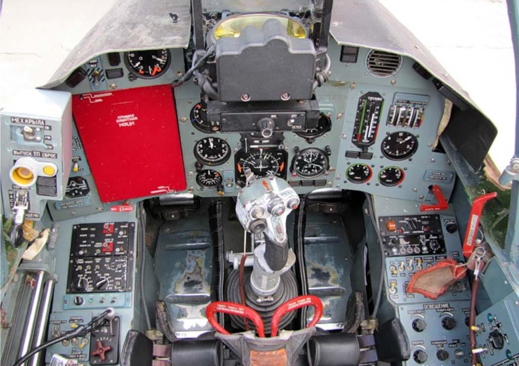 Кабина штурмовика Су-25СМ3 (фото - Евгений Волков, http://www.airwar.ru)