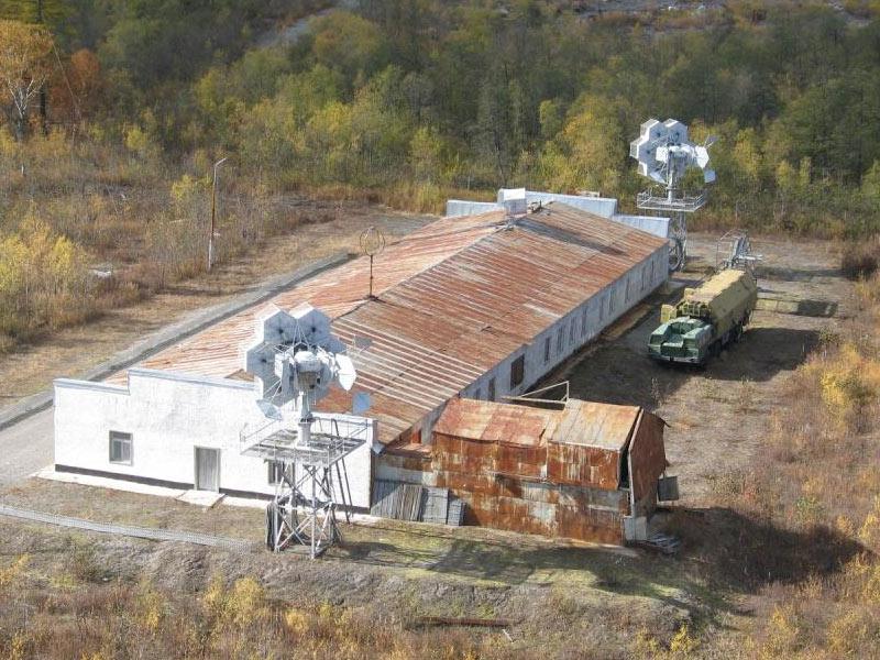 Одно из сооружений объекта ДИП на полигоне Кура, Камчатка. Передвижной модуль обеспечения от ракетного комплекса