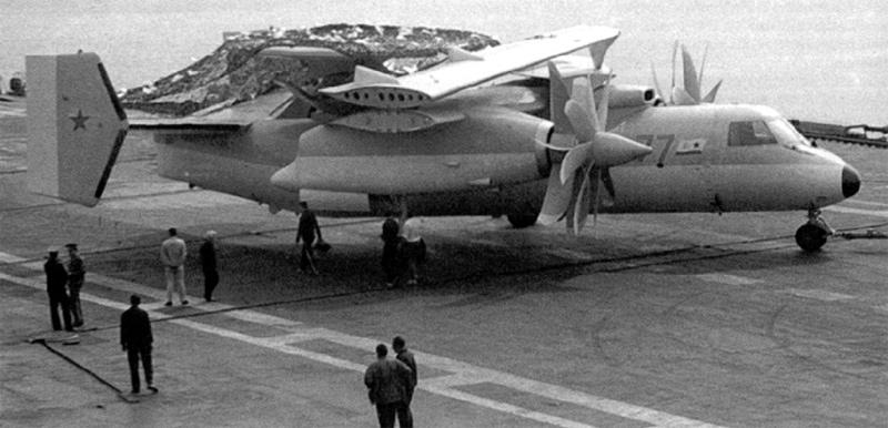 Макет Як-44Э на летной палубе ТАКР