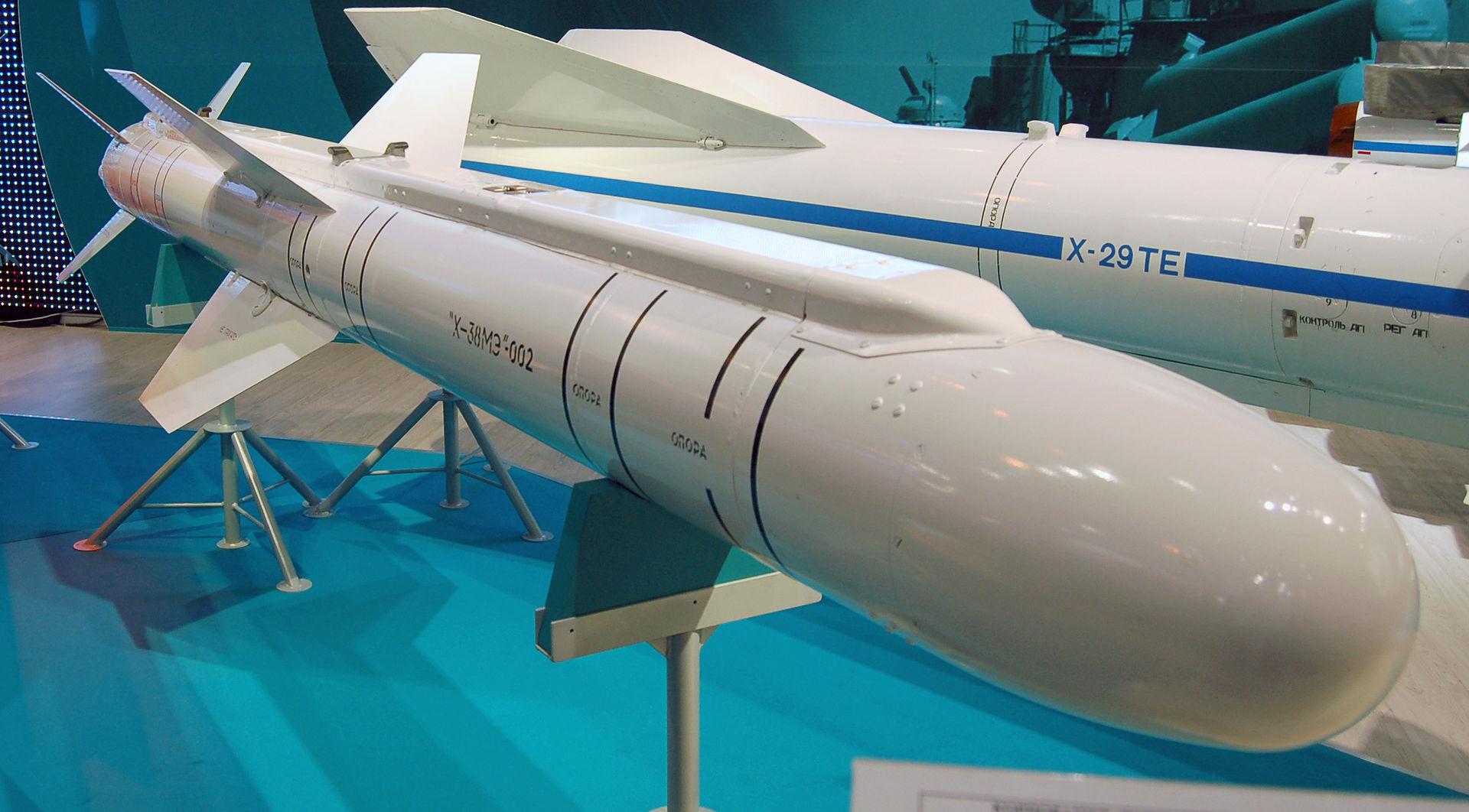 Ракета Х-38МЭ на авиасалоне МАКС-2009 (фото - Allocer, https://ru.wikipedia.org/)
